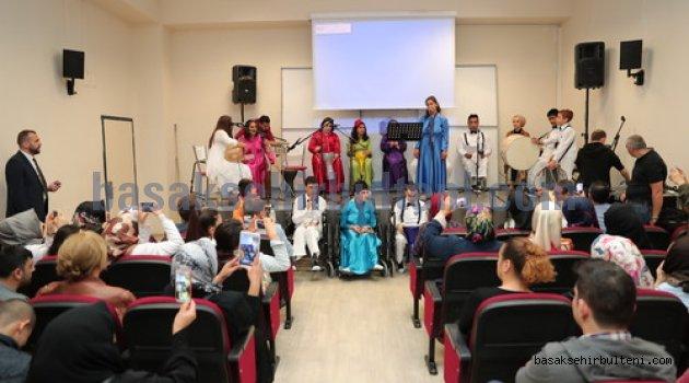 Engelli gençlerden anlamlı Anneler Günü kutlaması