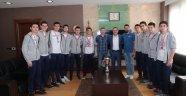 Türkiye 2'incisi basketbolculardan Başkan Kartoğlu'na ziyaret